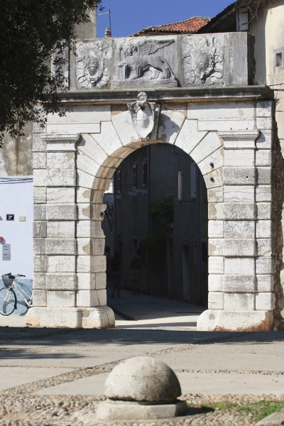 venetian city gate in cres