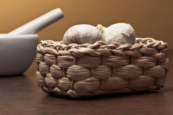 garlic with basket