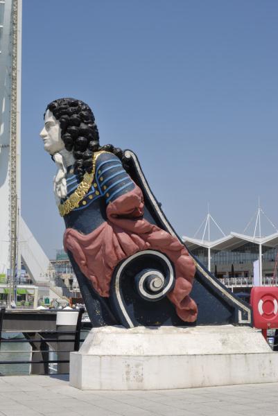 old figurehead at gunwharf quays