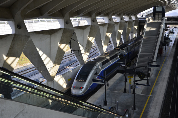 airport station with tgv lyon