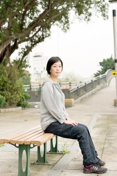 woman sit on bench