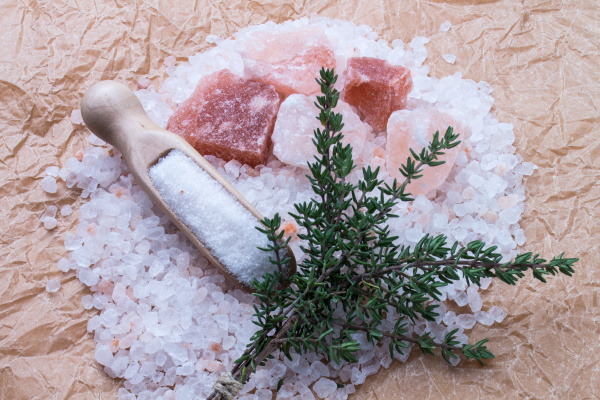 salt coarsely fine chunks