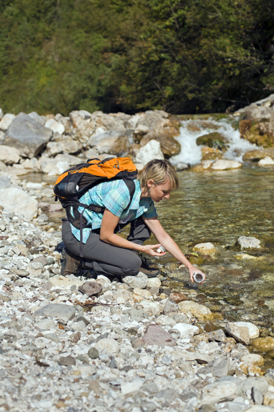 hiking - 11463553