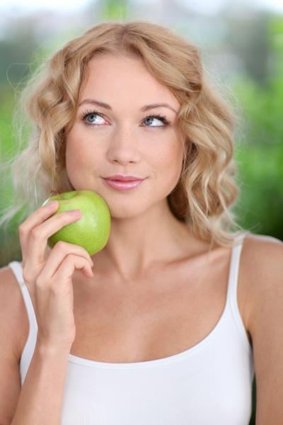 eating healthy organic fruits
