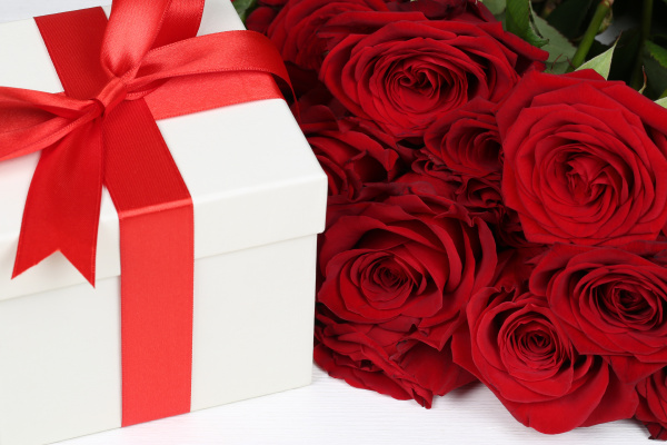 gift with roses for birthday gifts