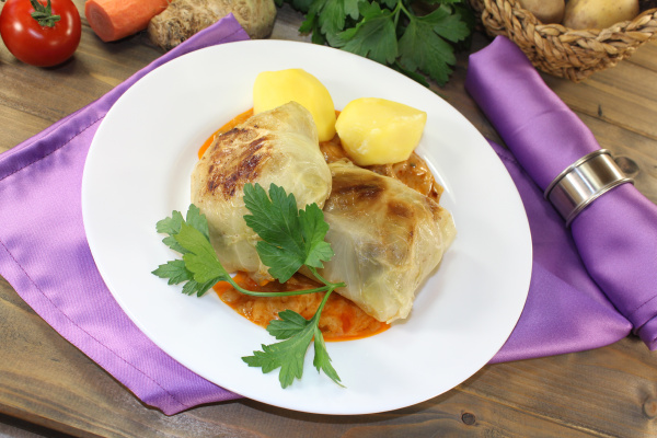 braised cabbage roulade with potatoes