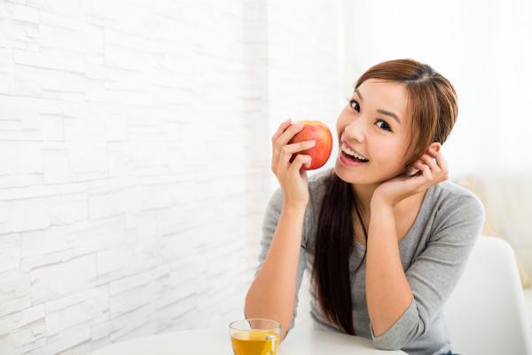 woman, eating, an, apple - 16324503
