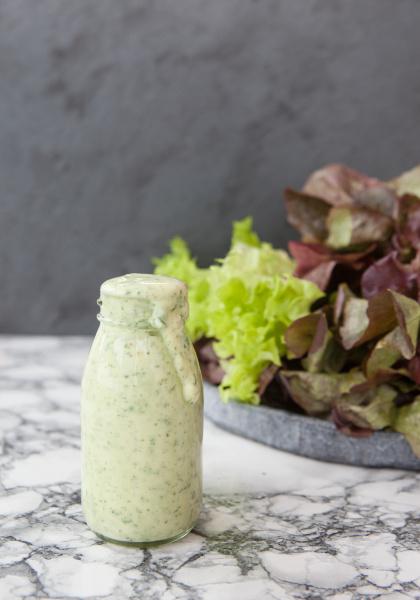 yoghurt, dressing, with, fresh, salad - 16324129