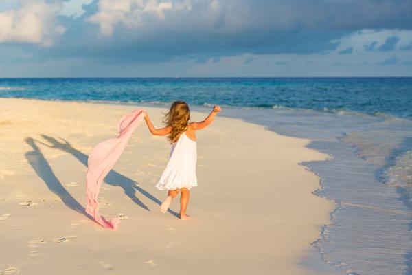little, girl, on, the, beach - 16344699