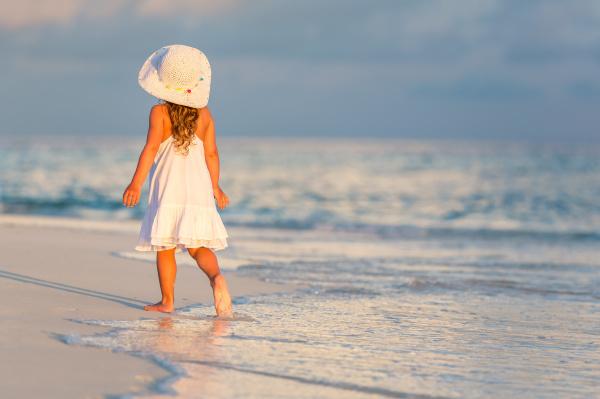 little, girl, on, the, beach - 16344721
