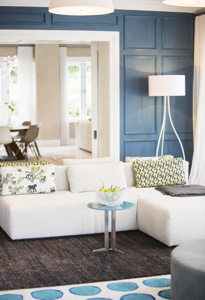 home showcase living room with chaise