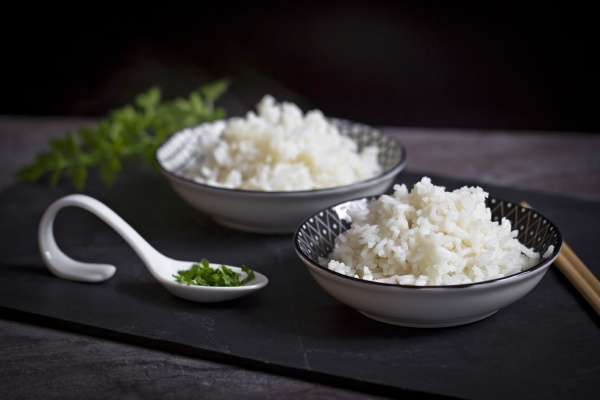two bowls of long grain rice