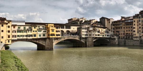 ponte vecchio medieval bridge crossing the