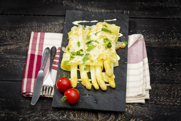 cannelloni filled with white asparagus