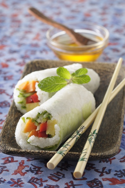 rice rolls filled with vegetables asia