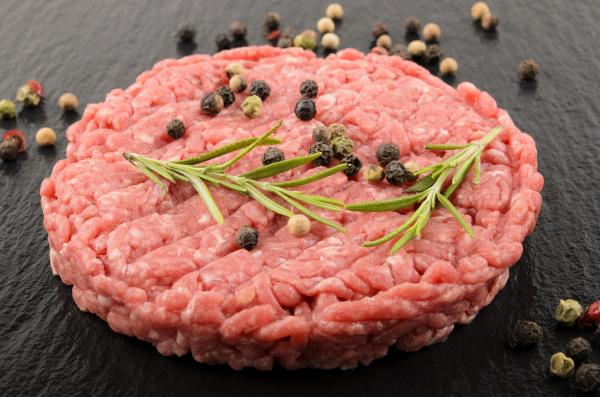 raw premium aberdeen angus burger on