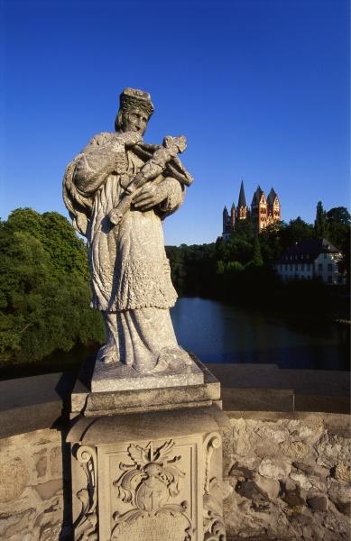 statue on the old lahn bridge