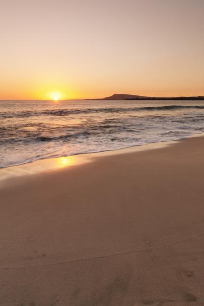 playa papagayo beach at sunset near