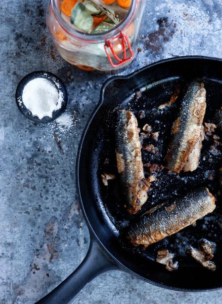 pan of fried fish