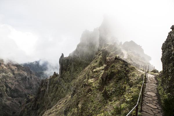 highland path between pico ruivo and