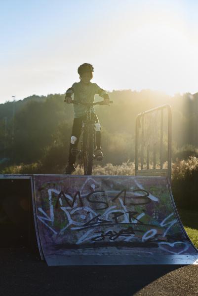 boy with mountainbike at ramp