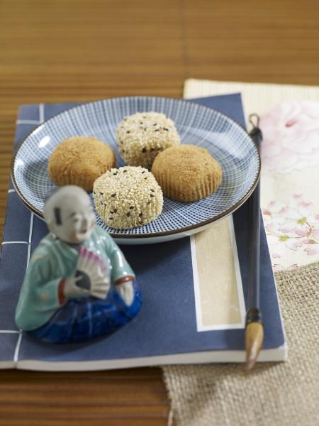 rice balls with sesame seeds japan