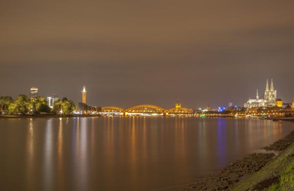 cologne skyline and rhine night exposure