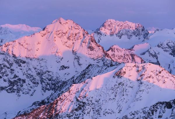 alpenglow on eagle peak chugach mountains