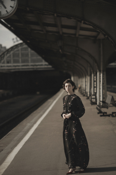 caucasian, woman, waiting, at, train, station - 23851158