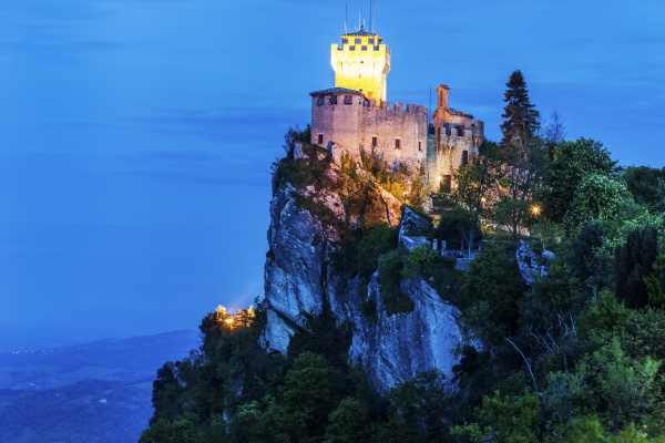 cesta tower on cliff at night