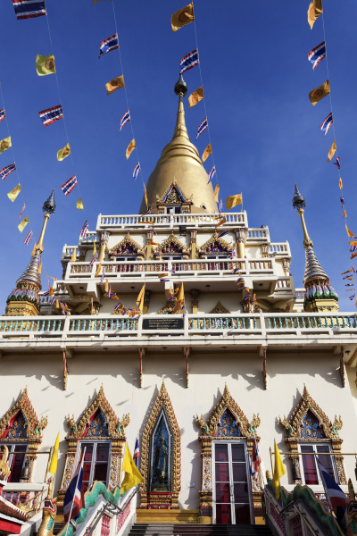 low angle view of wat soi