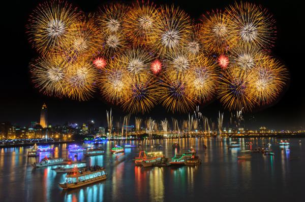 fireworks dadaocheng taiwan