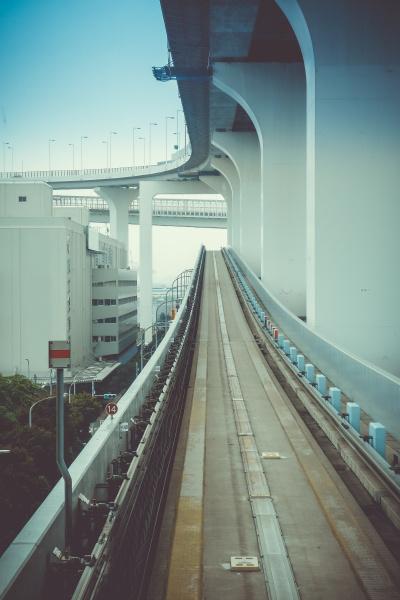 monorail on rainbow bridge tokyo