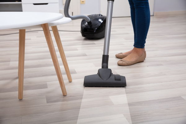 person, using, vacuum, cleaner, for, cleaning - 26447671