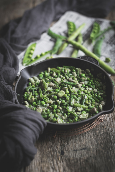 pan with green peas dish