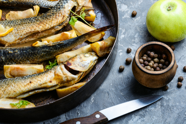 baked fish in apples