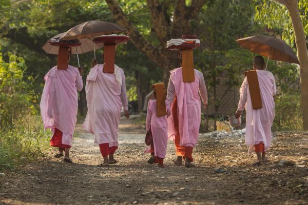 myanmar mandalay buddhist nuns walking down
