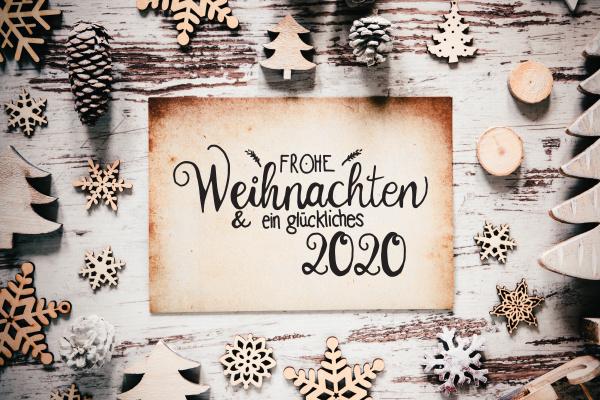 wooden white christmas decoration glueckliches 2020