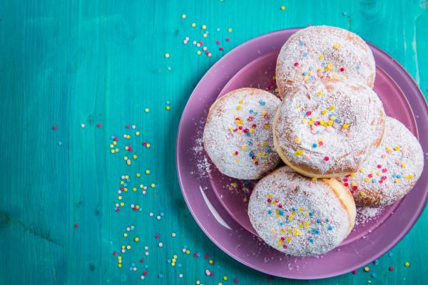 carnival powdered sugar raised donuts