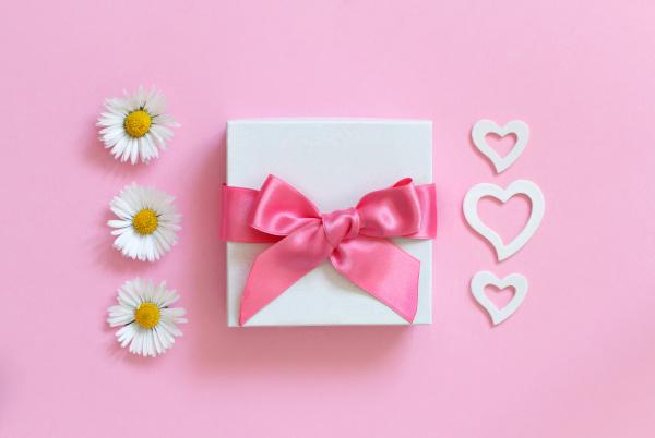 white gift box daisies and