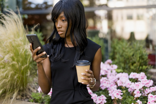 businesswoman using smartphone in the city