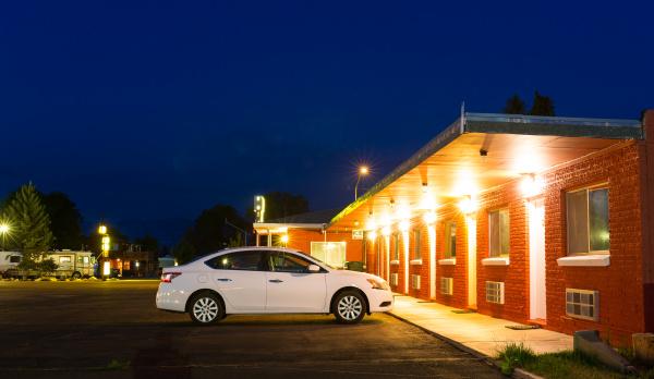 usa, roadside, motel, in, the, night - 28076422