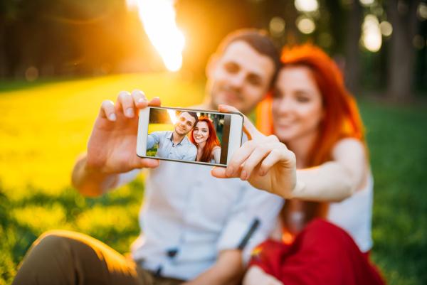 love, couple, makes, selfie, in, summer - 28077510