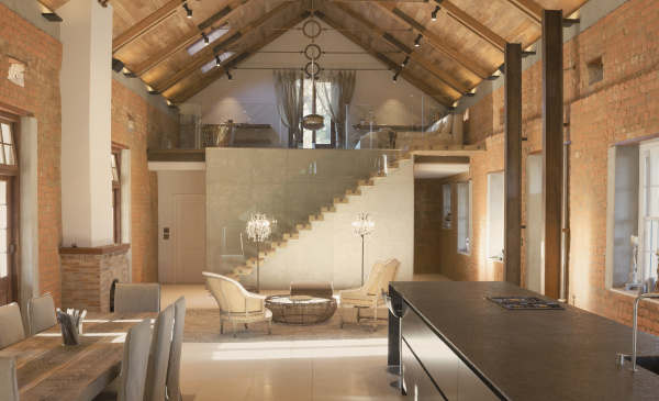 home showcase interior with vaulted ceiling