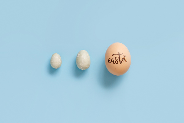 egg, with, inscription, easter, over, light - 28215559