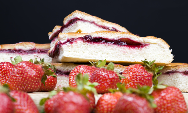 pie and strawberries