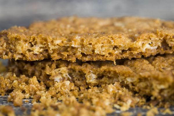 crumbly, oatmeal, crusty - 28239410