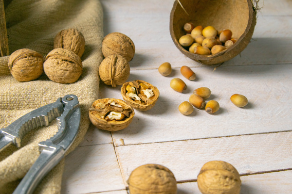 walnuts, in, a, wooden, box, next - 28239618