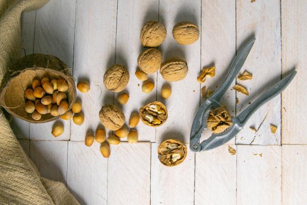 walnuts, in, a, wooden, box, next - 28239622