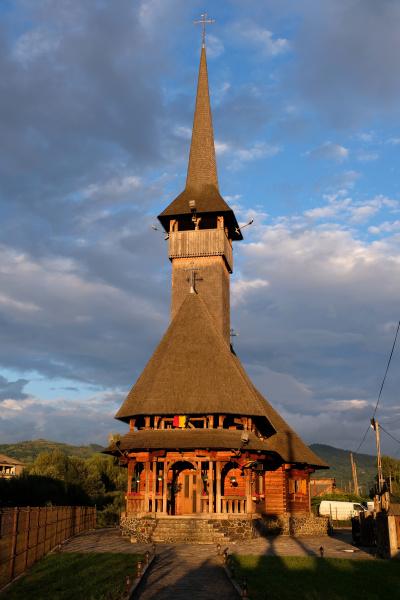 viseu de sus wooden church